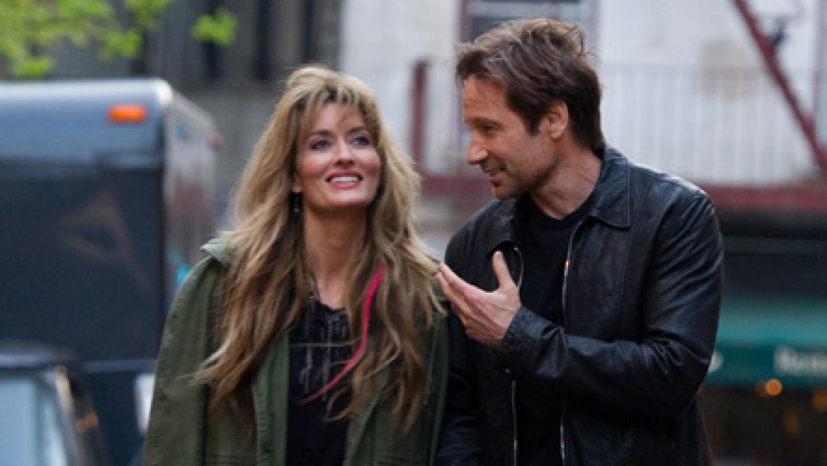 Hank Moody and ex-wife in Californication The Mantle